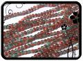Roppantott üveggyöngy - 6mm - piros-zöld